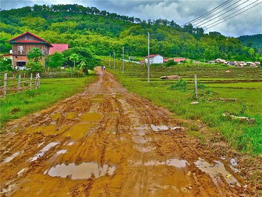 The muddy trek to Baan Phov Mok