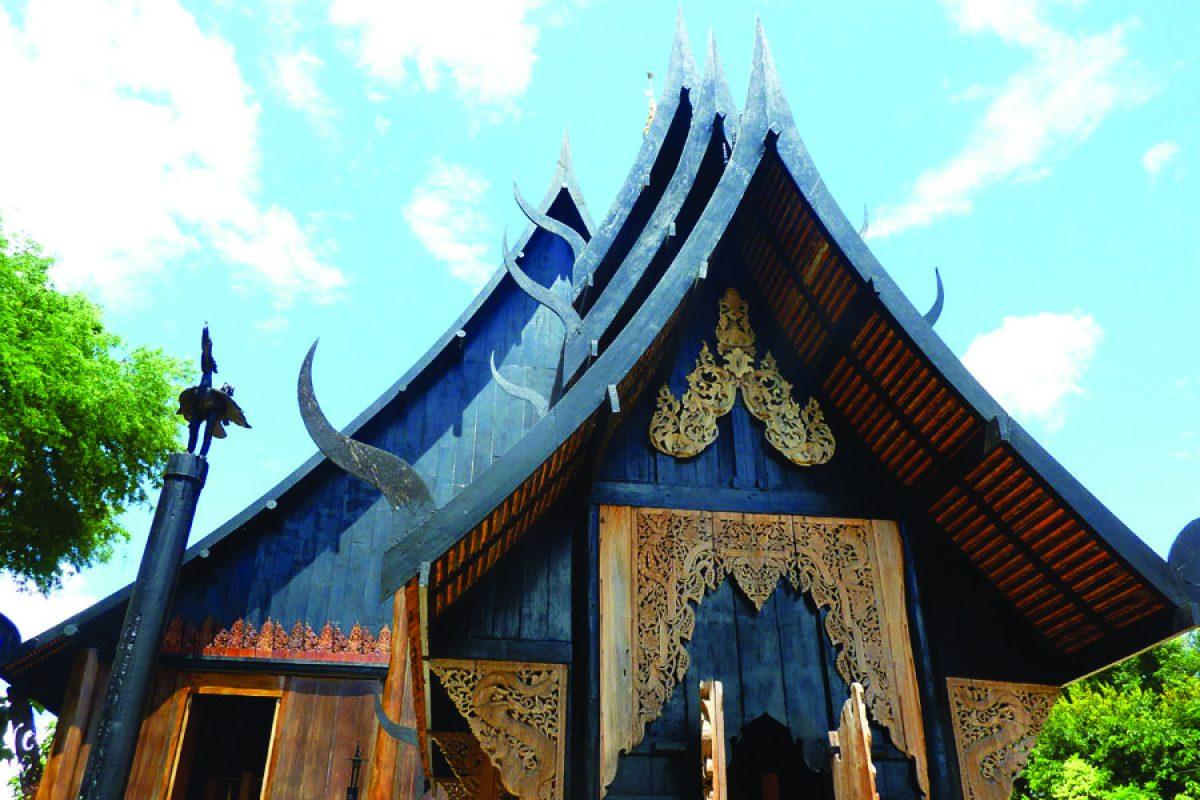 The White Temple & The Black House: Chiang Rai, Thailand
