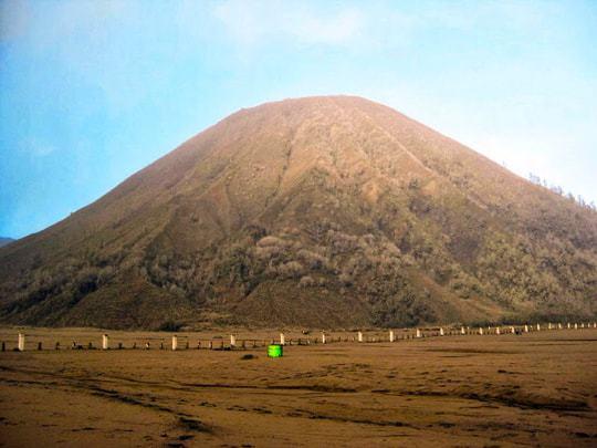 Mount Batok, the calm neighbour of Bromo edit