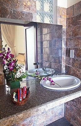 Sleepy Gecko Best Hostel Hoi An Vietnam South East Asia Backpacker Bathroom