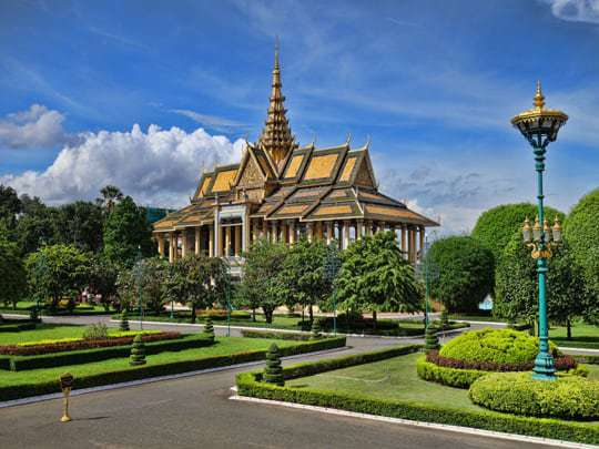 Backpacker Respect Royal Palace Laos