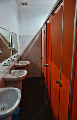 Best Hostel South East Asia Backpacker Funtastic Da Nang Vietnam Bathroom