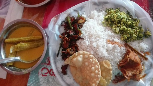 lunch-in-random-town in Sri Lanka