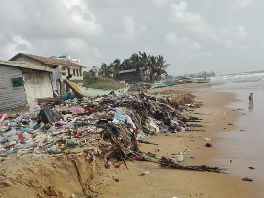 sri-lanka-litter-on-beach Tourist Hotspots