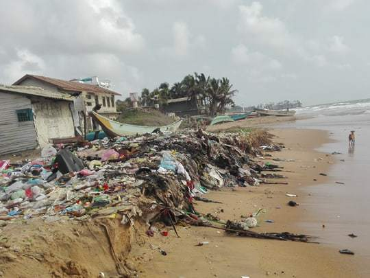 sri-lanka-litter-on-beach Tourist Hotspots