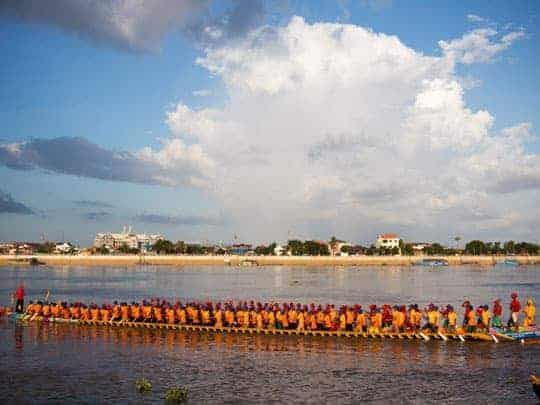 A very long boat at Bom Om Tuk - Festivals in Southeast Asia