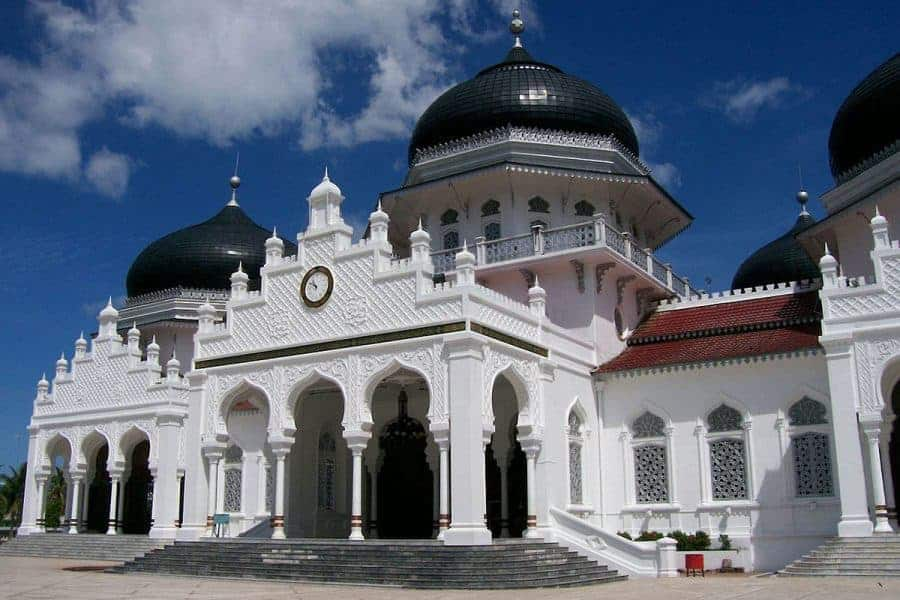A white mosque in Banda Aceh