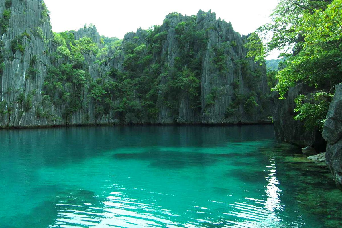 Coron (Amazing scenery & Wreck Diving)