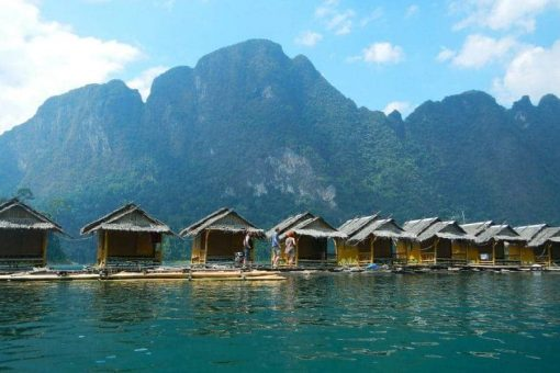 Bunglaows over the water in Khao Sok National Park