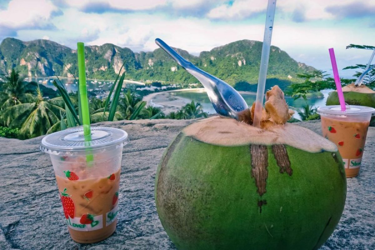 TOP 10 Must Try Drinks in South East Asia