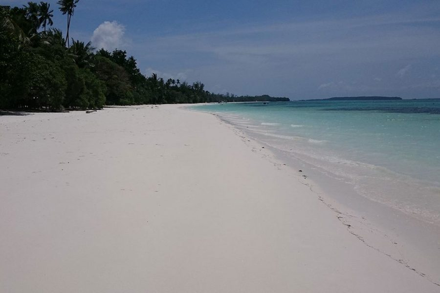 A deserted beach on Pulau Kei