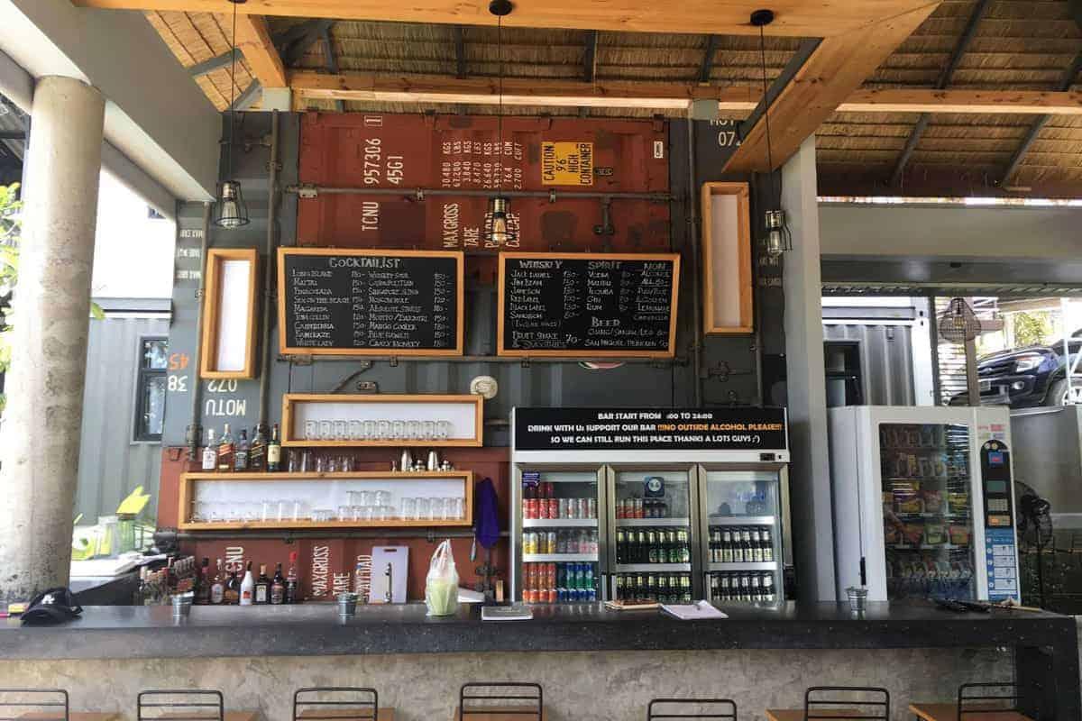 US-Hostel-Koh-Samui-bar