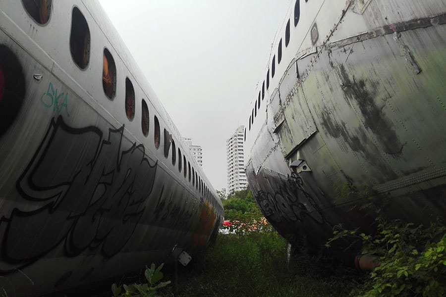 Between-two-planes,-aeroplane-graveyard,-Bangkok,-Thailand