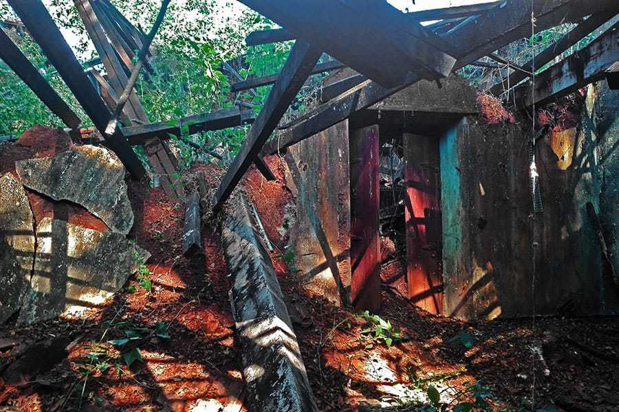 Fallen-down-roof-in-old-post-office-in-Pernem-Goa-India