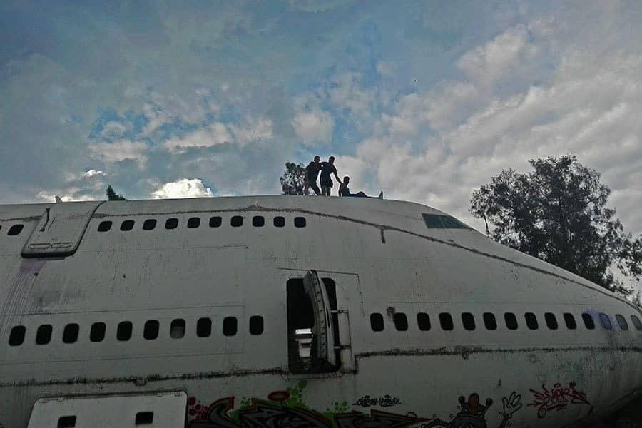 Fellow-explorers-on-top-of-a-747-at-the-aeroplane-graveyard,-Bangkok,-Thailand