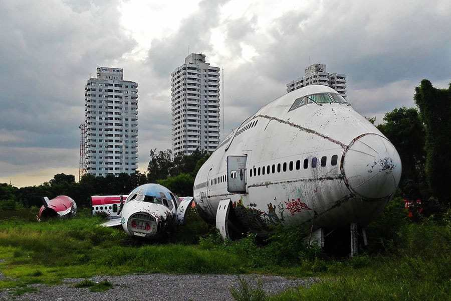 Planes-seen-front-on-from-the-street-at-Bangkok's-aeroplane-graveyard,-Thailand