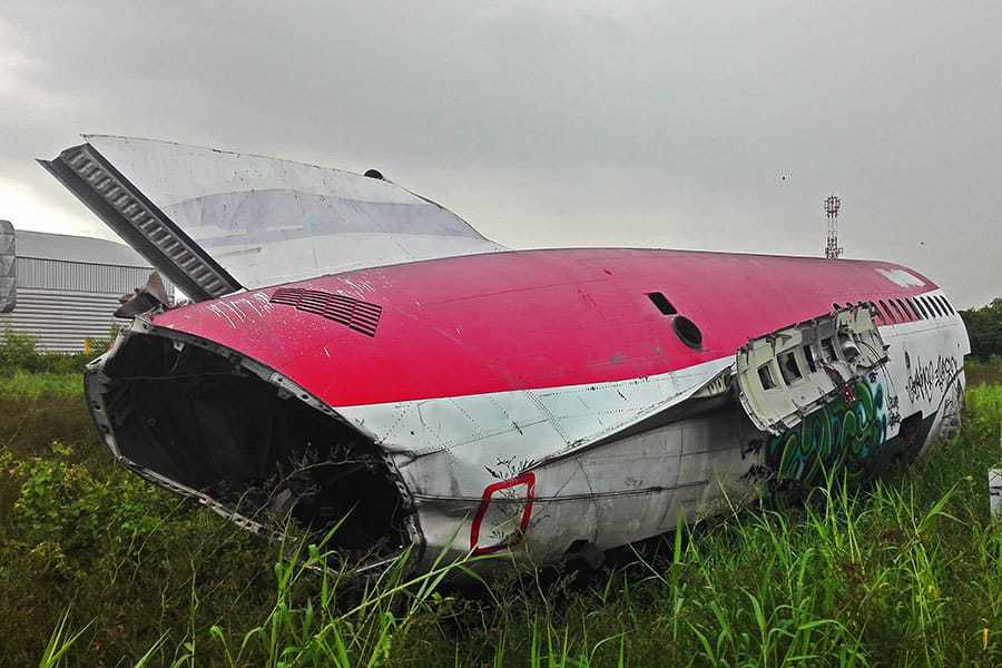 Tailpiece-of-red-and-white-MD-82-at-Bangkok's-aeroplane-graveyard
