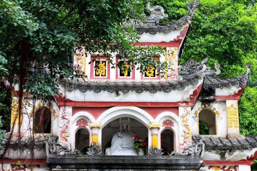 Bích Động Pagodas, Tam Coc, Vietnam.