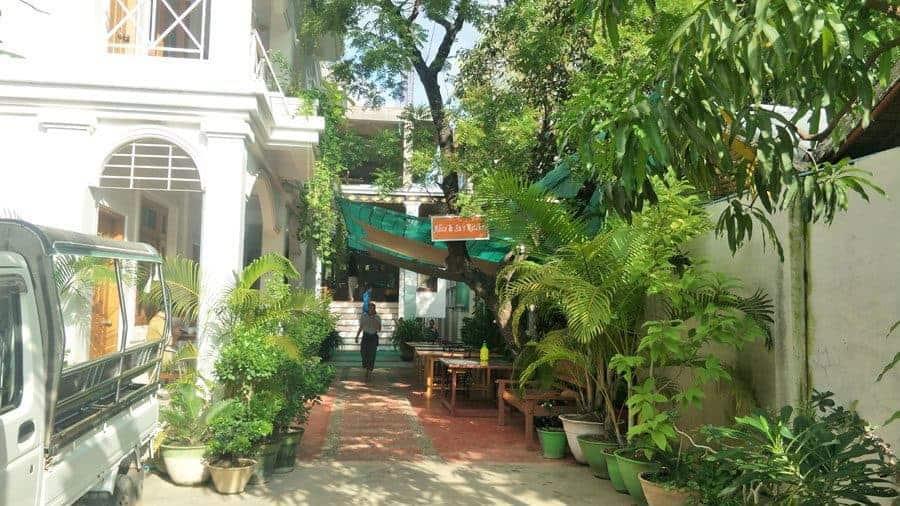 Ma Ma Guesthouse Mandalay, Courtyard.