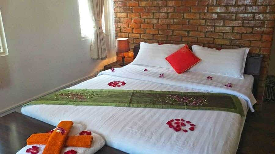 Smaller Double Room, Thanlwin Guesthouse.