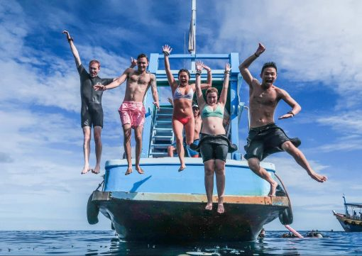 Jumping off the boat in Koh Tao!