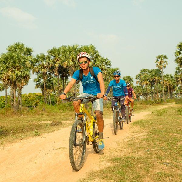 explore siemreap countryside by bike