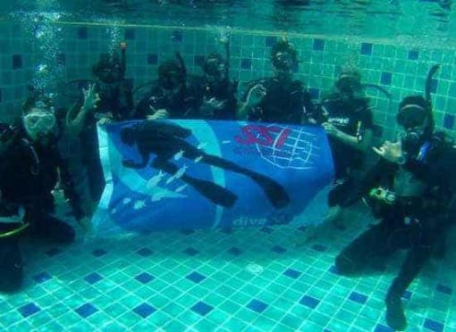 Roctopus SSI Master - Divers in practise tank