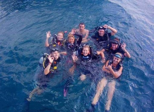 Roctopus SSI Master - Diving Students in The Sea