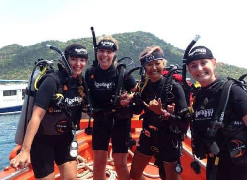 Roctopus SSI Master - Four girls prepare to dive