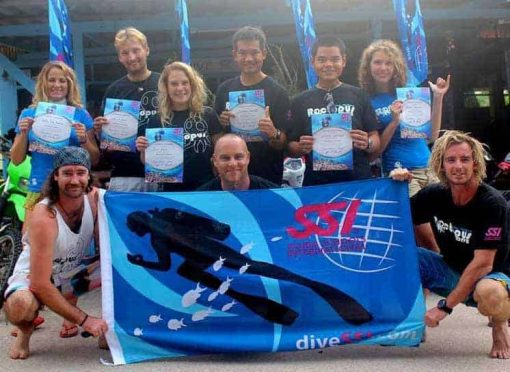 Roctopus SSI Master - Students hold their certificates