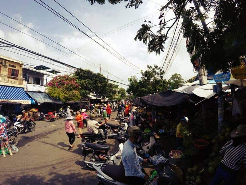 The local market in Da Tuong street