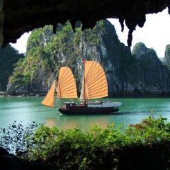 Hang Trống, Halong Bay, Vietnam.