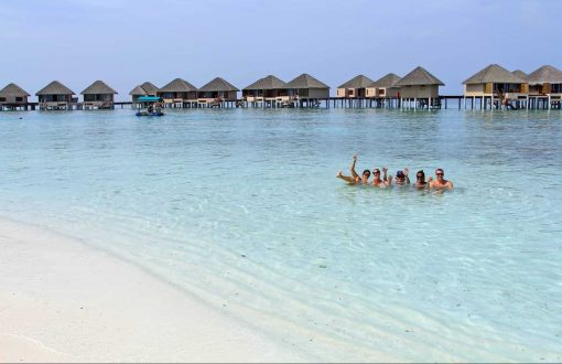 Travel to the beautiful Maldives!