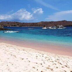 Pink Beach, Pantai Merah, Komodo.