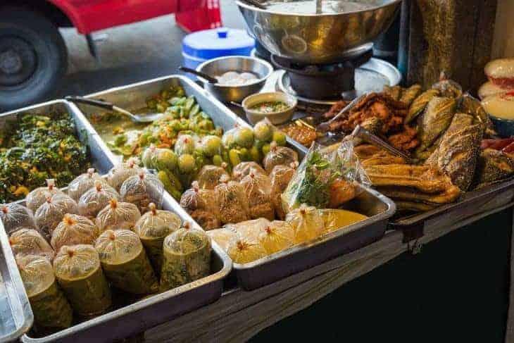 Cheap Thai food for sale Chakrabongse Road