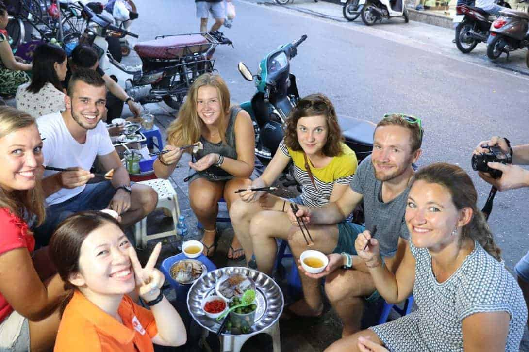 Backpackers savouring Vietnamese street food