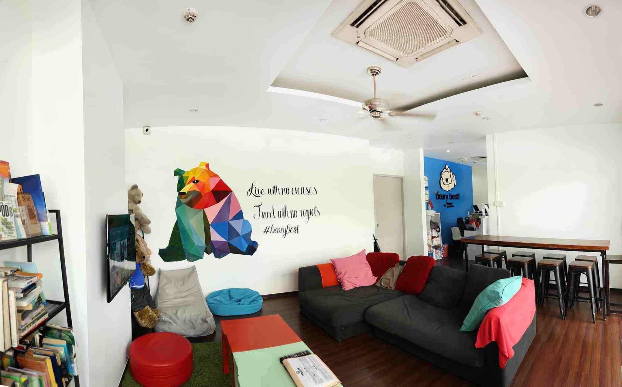 The cozy leisure and TV area in Beary Best Hostel, Singapore