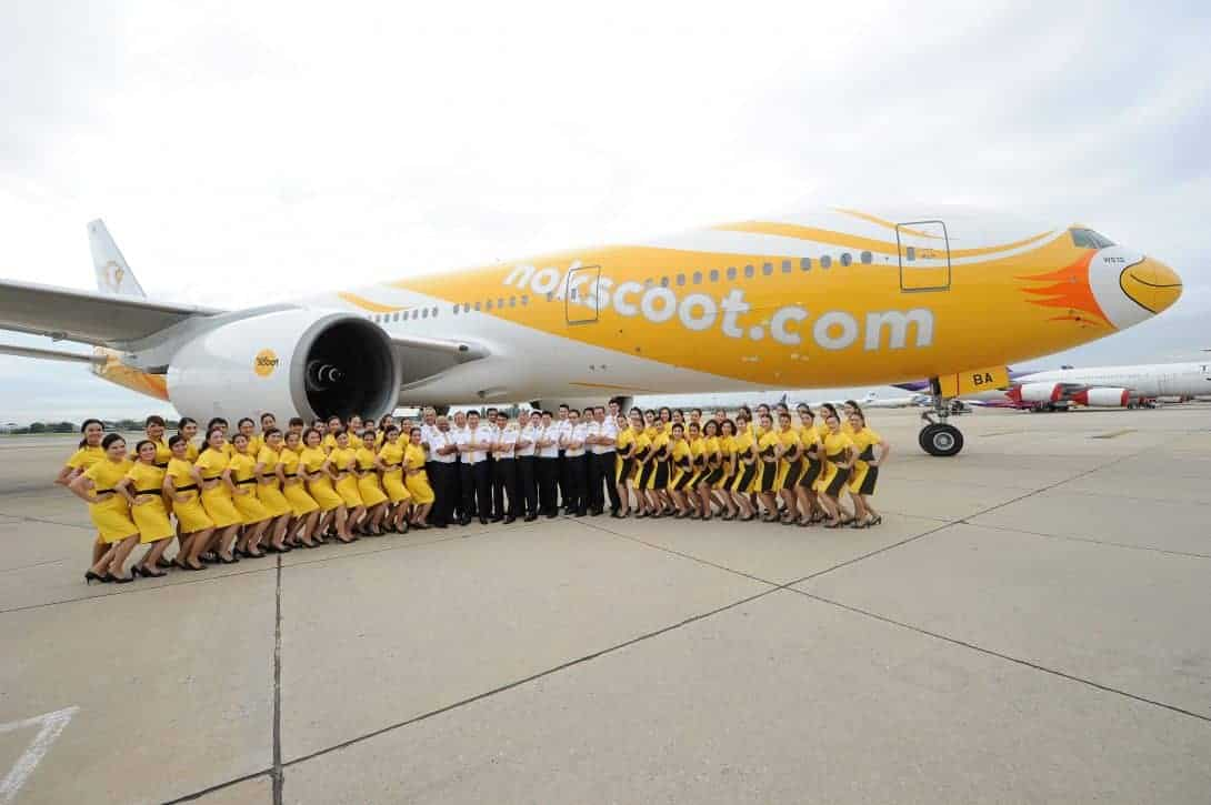NokScoot crew with aircraft.