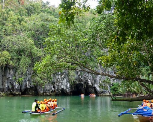 Groups head towards Puerto Princesa Underground River