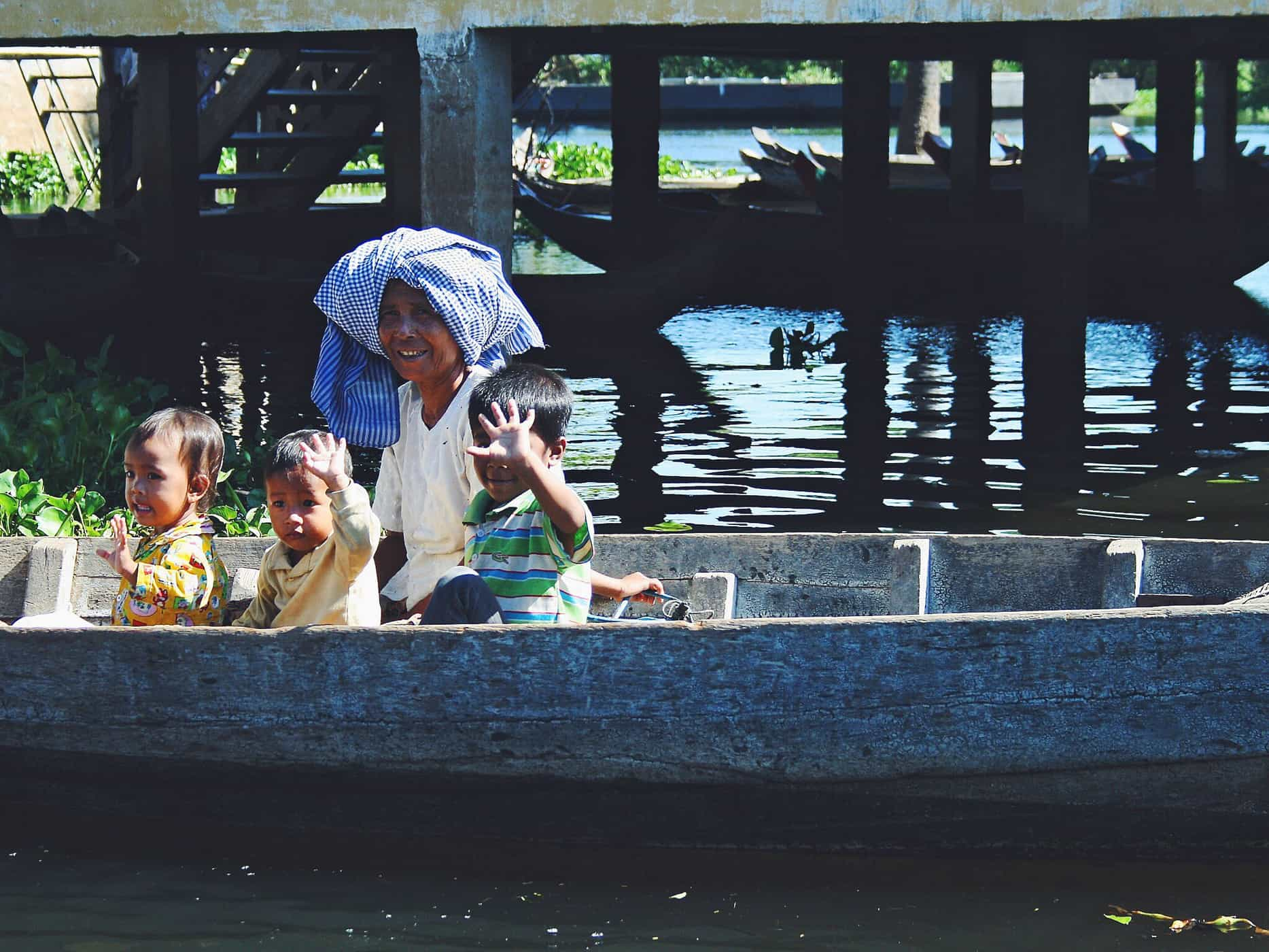 Daily life on the Tonlé Sap, Siem Reap.