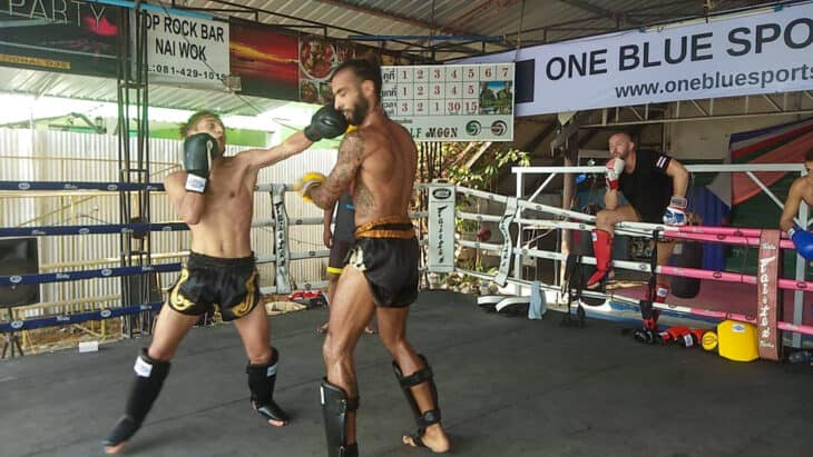 People fighting Muay Thai