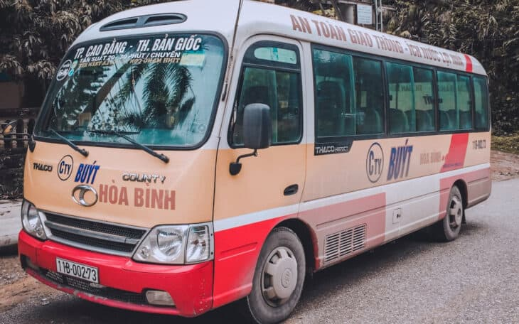 The minibus Cao Bang-Ban gioc.
